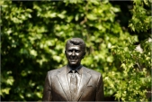 Statue of Ronald Reagan Is unveiled in London