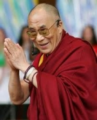 Huge crowd gathers to hear Dalai Lama on capitol lawn